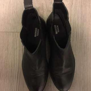 Black Chelsea from MANGO