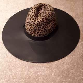 Leopard print and fau leather hat