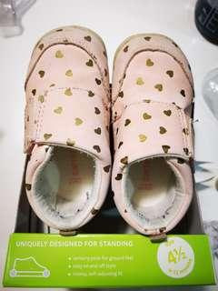 Carters every step stage 1 shoes in pink hearts size 4.5