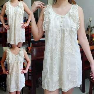 Sleveeless lace