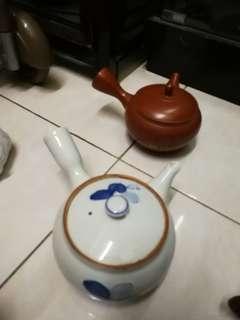 jp tea pot pair