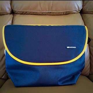 BNWT: Skechers Messenger/Camera/Laptop Bag