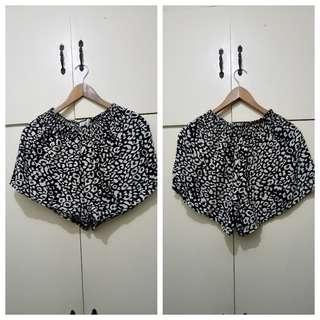 WA944 Black & White Printed Flowy Shorts - 24 to 27