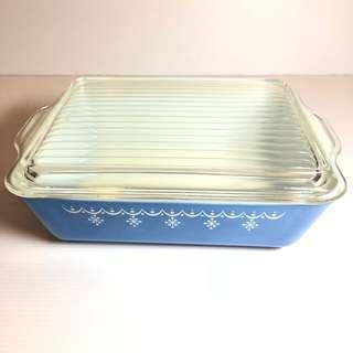 Vintage Snow Flake Garland Pyrex Dish With Clear ribbed lid