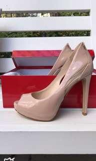 GUESS size 6M pumps high heels shoes in nude patent leather