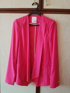 Women Blazer 100% polyester.