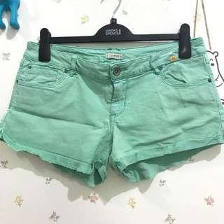 PULL&BEAR GREEN SHORTS
