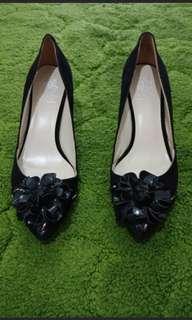 Flowery black pump heels