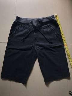 免費黑色短褲(L)