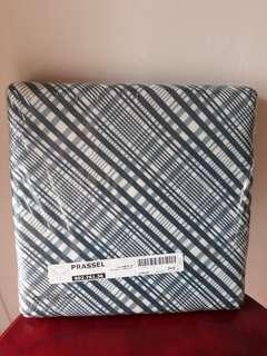 Cushion foldable storage box