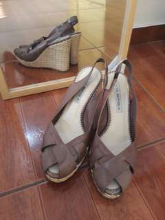 727eae353e4 Naturalizer Wedge Sandals, Women's Fashion, Shoes on Carousell