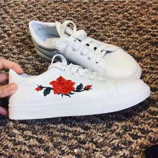[Free Pos] Embroidered Flower Sneakers