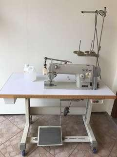 🚚 Sewing machine-perfect condition