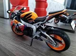 TB Honda CBR 1000RR 1:12