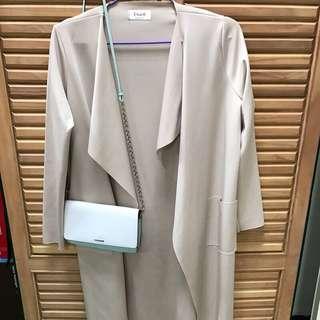 🚚 杏色長版不規則剪裁罩衫外套