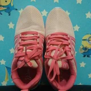 Sepatu running peach
