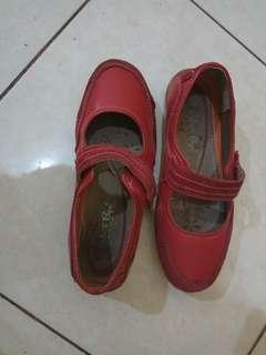 Sepatu Santai Merah