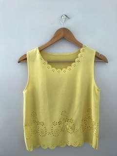 Yellow sleeveless scallop design top