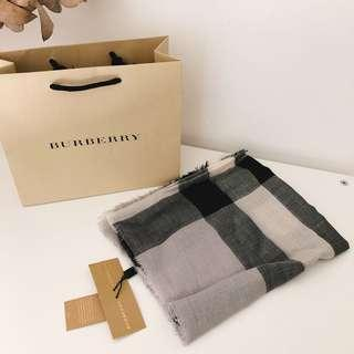 100% NEW Burberry scarf 頸巾 180 x 50 cm