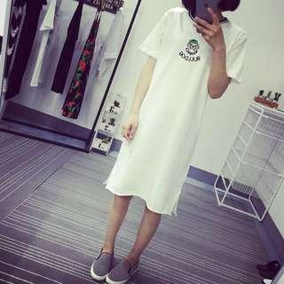 Size 8-12, whit T shirt / one piece
