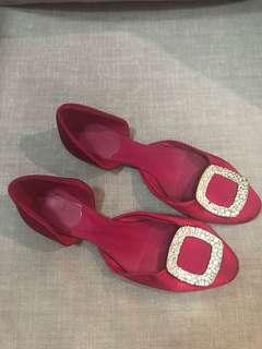 Excellent condition Authentic Roger vivier fuschia d'orsay flats - 39 - fits 9-9.5. Missing one stone - not seen when worn