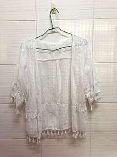 🚚 全新帕妃白色雕花罩衫