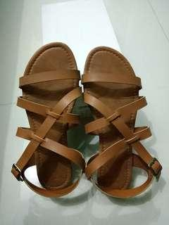 PARISIAN strap sandals. Size 9. Good as new! 450 only!