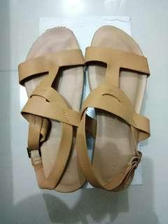 Strap sandals. Size 9. 8/10 condition. 250 only!