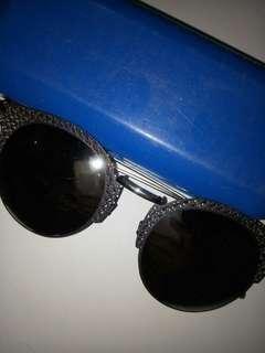 Kacamata (sun glasses)
