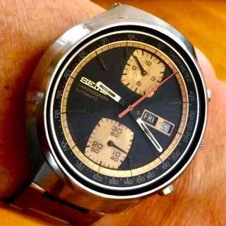60/70 年代 日本名錶 精工計時機械自動星期日暦大裝男仕腕錶SEIKO Chrono Automatic Men's Watch:  罕有Rare 100% Original 原裝黑金錶面,原廠不銹鋼錶殼超大直徑40mmx42mm Case Diameter 及精工不鏽鋼錶帶,運作正常working well。