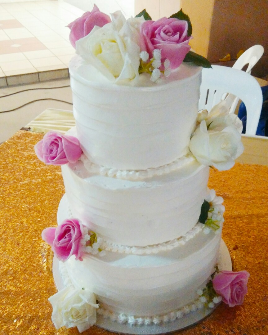 3 Tier White Wedding Cake Food Drinks Baked Goods On Carousell