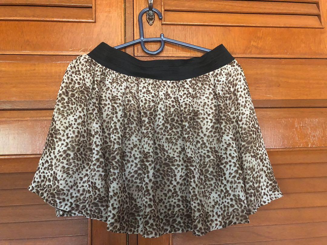 d38f32a805 Forever21 Animal Print skirt