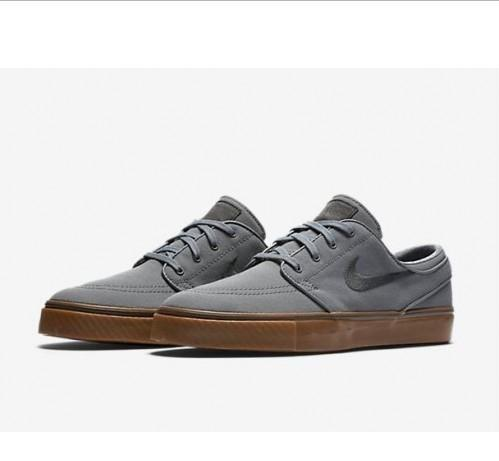 Alegre Tendencia exprimir  Nike SB Zoom Stefan Janoski Cool Grey, Black & Gum Canvas Skate Shoes,  Men's Fashion, Footwear, Sneakers on Carousell