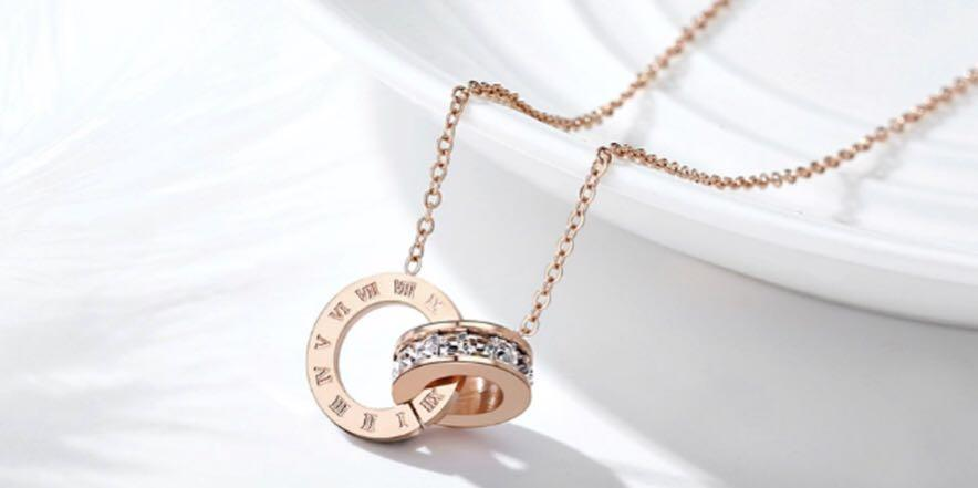 Super Fashion *Roman Numerals* Rose Gold//Silver Cubic Zirconia Pendant Necklace