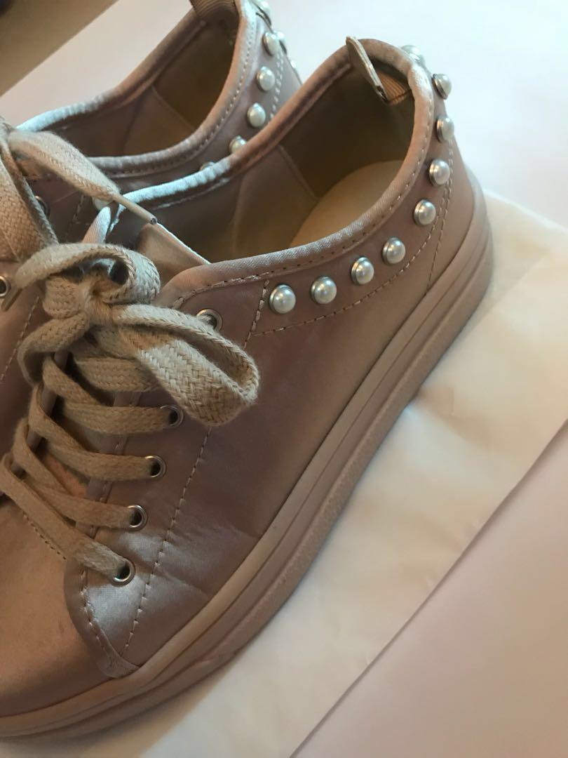 Zara粉色珍珠裝飾平底鞋