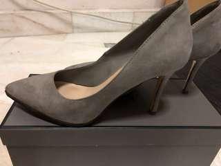 Charles & Keith grey pointed heels UK36