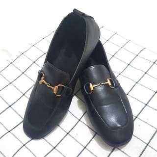 (NEW) Handmade Black Loafers / Flat Shoes in Black with Gold Buckle Detail
