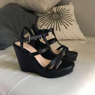 Le Chateau Wedges