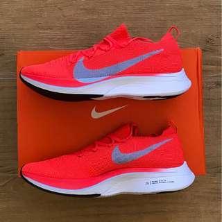 官網購有單 UK9/US10 Nike VaporFly 4% Flyknit - NEW UK9/ US10 / EUR44 - Bright Crimson/Total Crimson/Gridiron/Ice Blue (Bright red, light blue and white). Zoom X foam flyknit 100% new and authentic with receipt