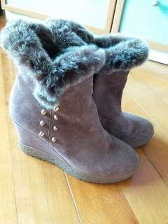 Brown Suede Boots 啡色猄皮靴 兔毛邊