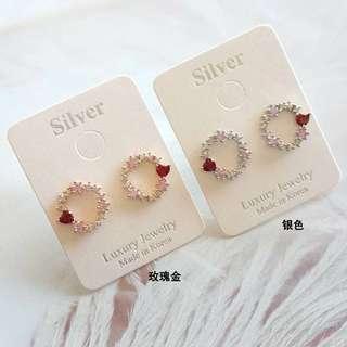 🚚 小花圈圈鑲愛心紅鑽耳環