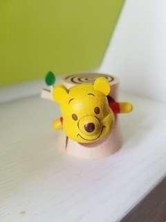 winnie the pooh 小熊維尼出樹窿  7-11 木製公仔