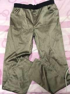 🚚 金屬系列彈性褲~二手商品~圖三有一點瑕疵但是看不出來!