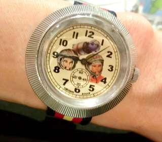 70/80年代 蘇聯太空人紀念腕錶特大直徑44mm,機械上鍊細三針運行,運作正常。