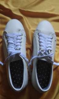 Factorie (sepatu wanita)