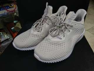 全新 Adidas Alpha Bcunce US8.5 courier only