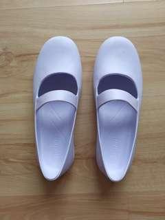 Nurse shoes size 8 light