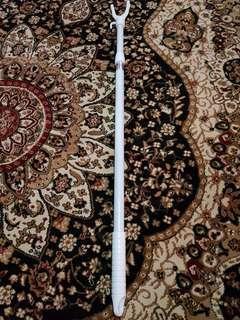 Cloth extender reacher