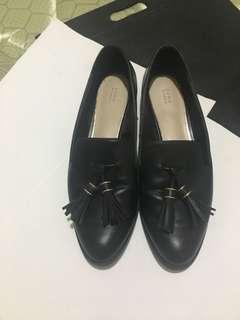 Zara woman black tassel loafers, size 38