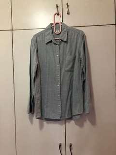 Uniqlo oxford gray shirt size large
